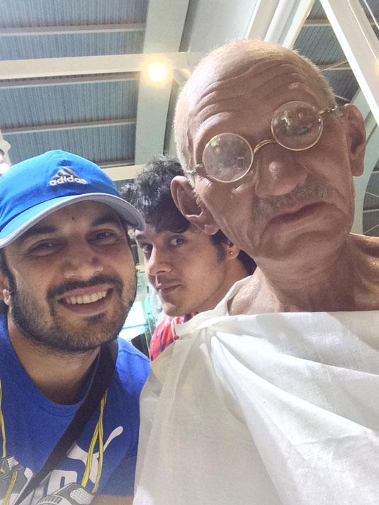 Ajay Chaudhary And Aniruddh Dave's Meet With Mahatma Gandhi At Mumbai Airport – PHOTOS