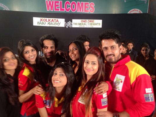 Kolkata Baabu Moshayes Indore Trip Was A Rocking Affair! – PHOTOS