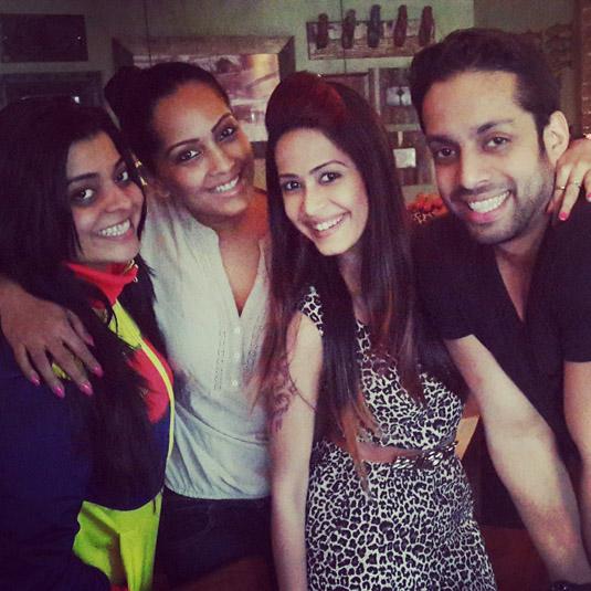 Kolkata Baabu Moshayes : Lunch Outing Of Happy Foursome!