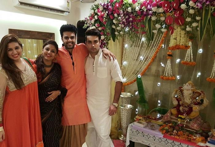 Vahbbiz Dorabajee And Vivian Dsena With Manish Paul And His Wife
