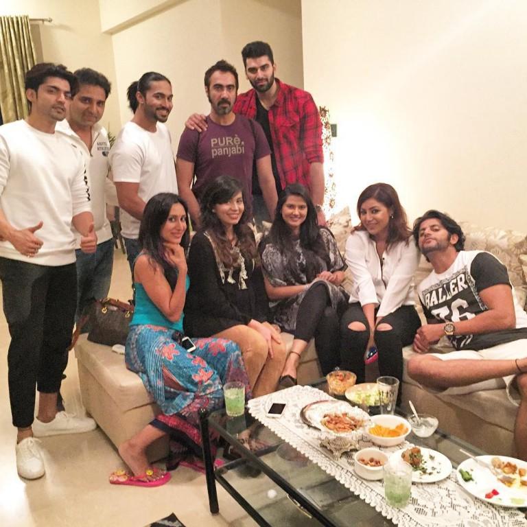 Gurmeet Choudhary, Debina Bonnerjee, Kratika Sengar, Karanvir Bohra Party Together At A Reunion! – PHOTOS