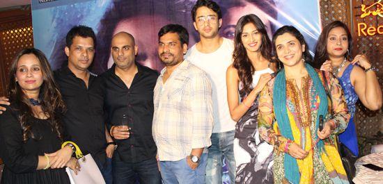 Group Picture of Yash Patnaik's Kuch Rang Pyar Ke Aise Bhi