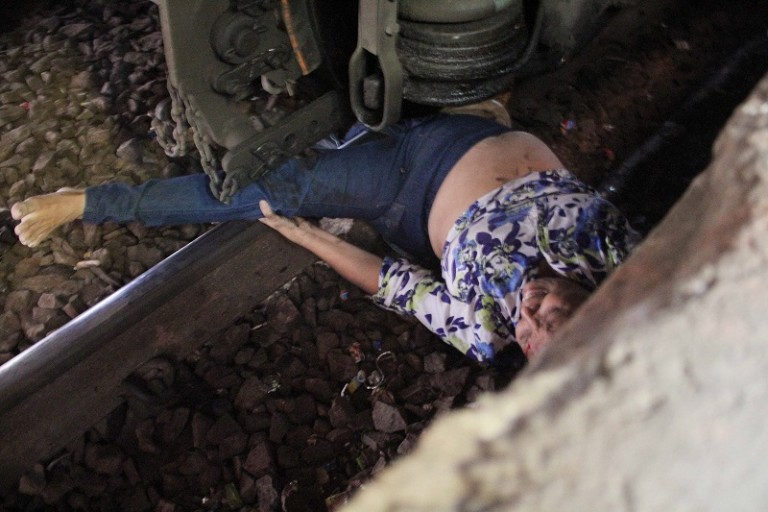 OMG –  Woman Trapped Under The Wheels Of Mumbai Local Train – PHOTOS
