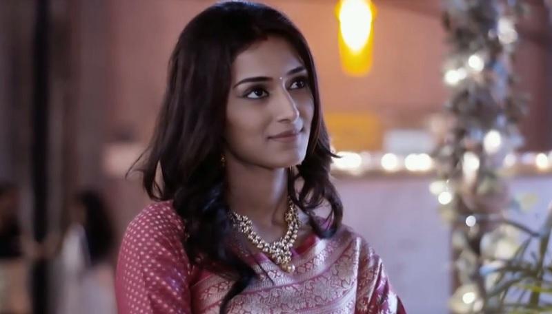 Erica Fernandes As Sonakshi In Kuch Rang Pyar Ke Aise Bhi
