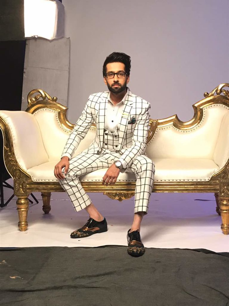 Nakuul Mehta Receives 'World's Most Stylish Man Ever' Award From Fans!