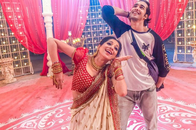 This Capture Of Shantanu Maheshwari And Vrushika Mehta Will Add Colour To Your Day!