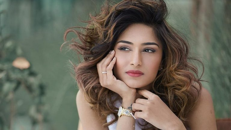 Erica Fernandes' Latest Instagram Post Is Tempting Enough To Want An Early Summer Vacation!