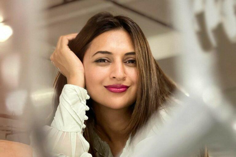 Divyanka Tripathi Dahiya Personifies Prettiness In These Latest Pics!
